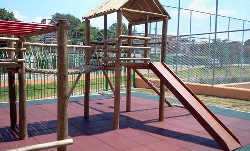 Piso Playground Drenante