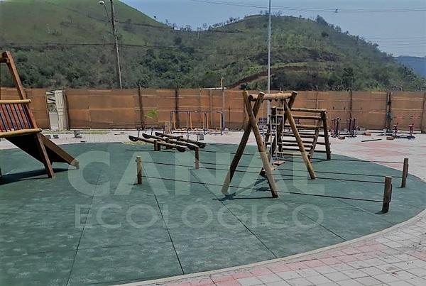 piso playground praca publica