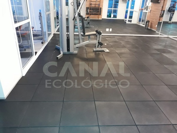piso de academia de musculacao